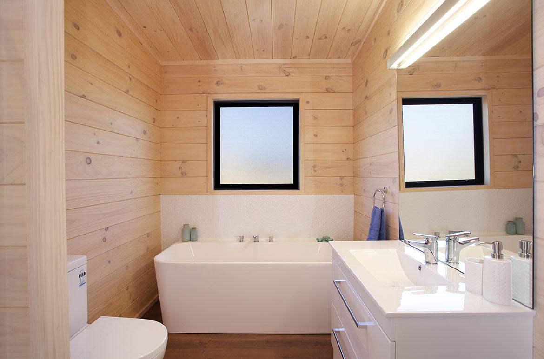 Lockwood Home bathroom with flush mount bath