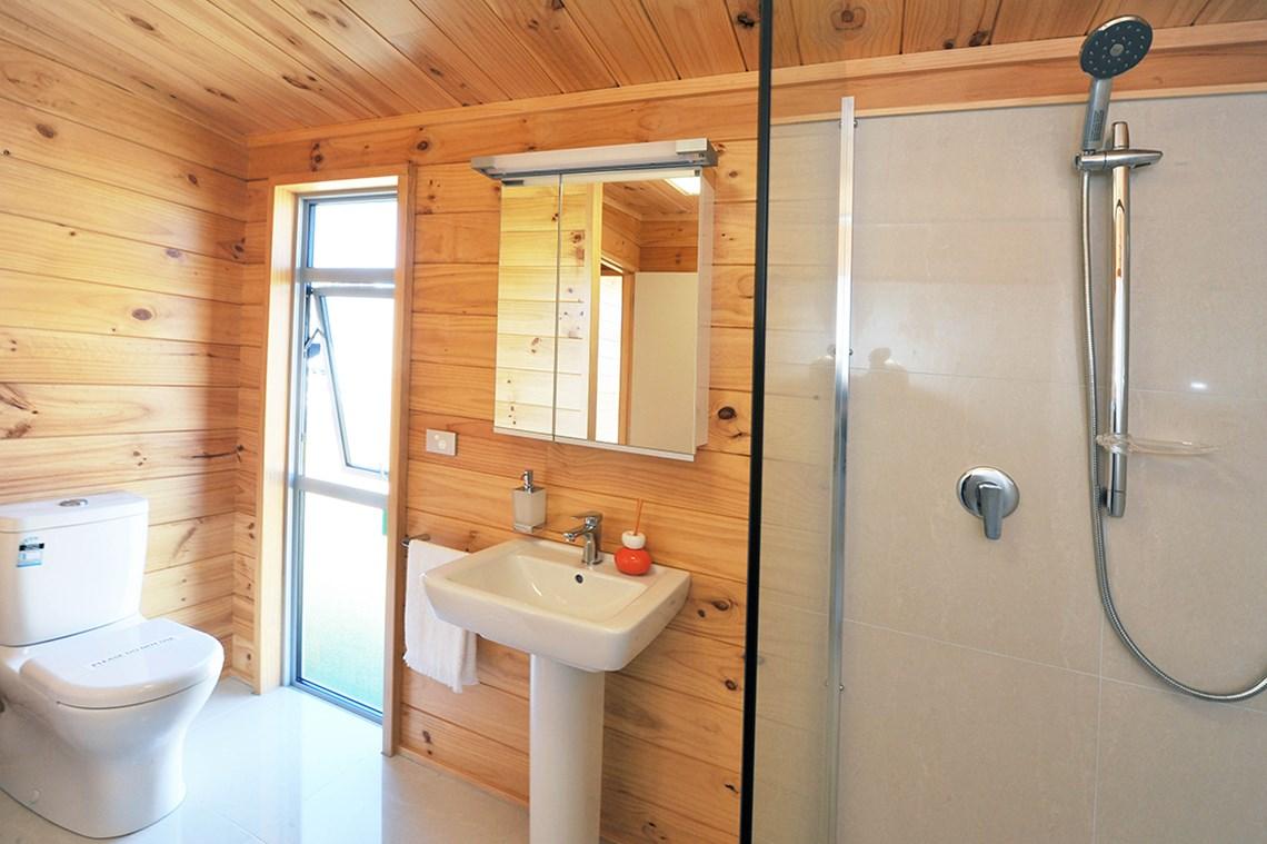 Lockwood Home bathroom pedestal sink