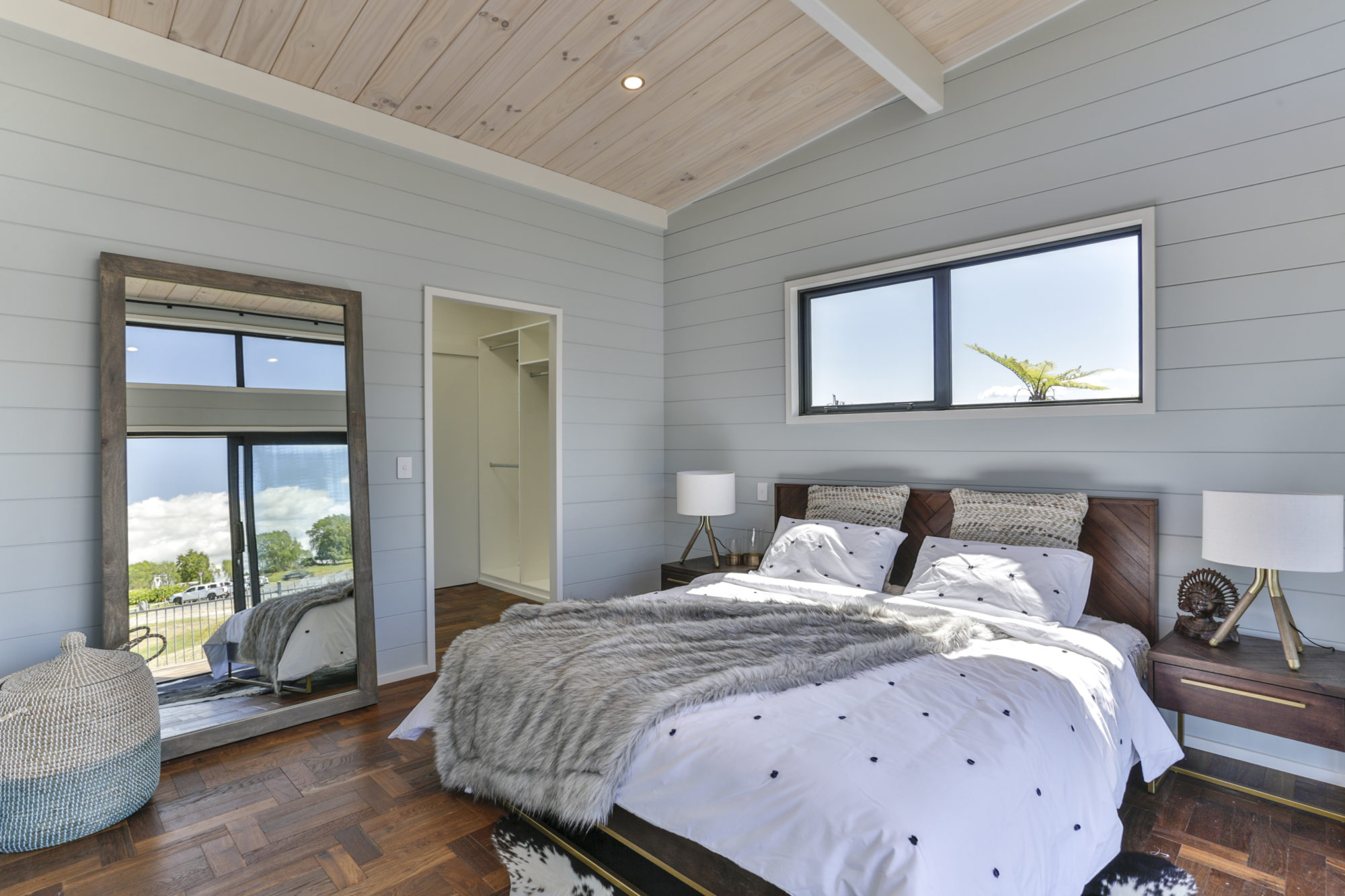 Lockwood Taupo with painted bedroom walls
