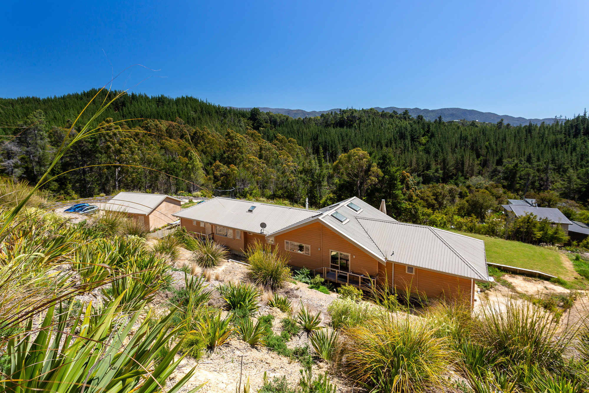 Lockwood Kaiteriteri home with Vertical Grain pine exterior
