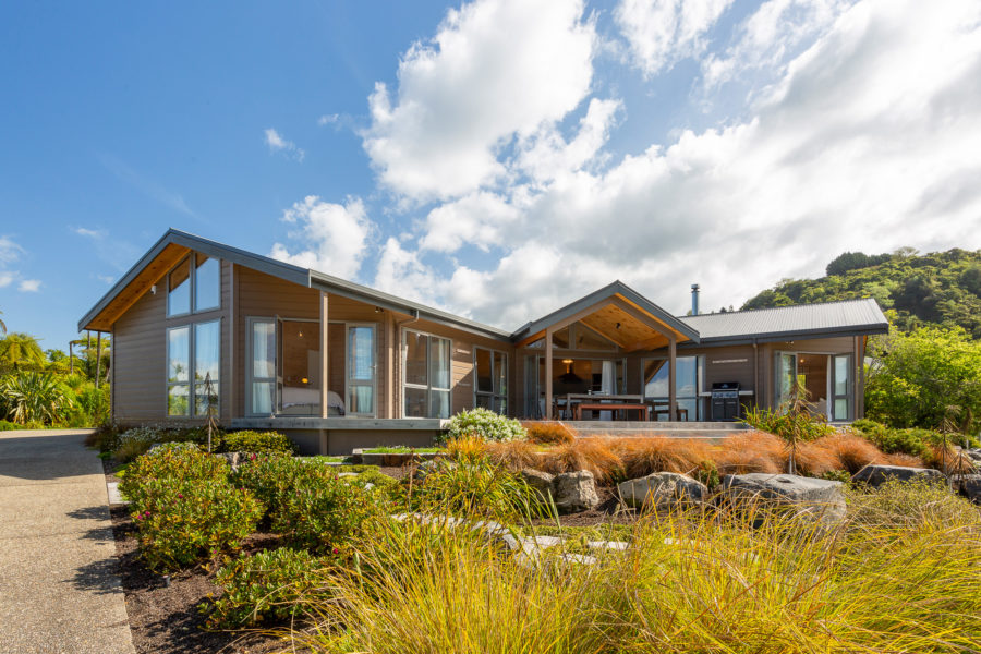 Moodie-Stephens home, elegant and relaxed living on the lake image 0