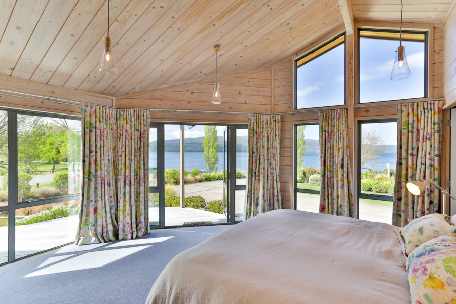 Moodie-Stephens home, elegant and relaxed living on the lake image 10