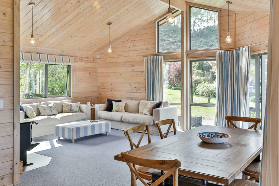 Moodie-Stephens home, elegant and relaxed living on the lake image 9