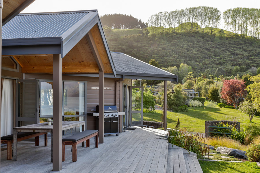 Moodie-Stephens home, elegant and relaxed living on the lake image 1